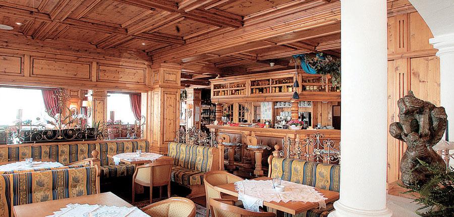 italy_dolomites-ski-area_arabba_sport_hotel_arraba_bar.jpg